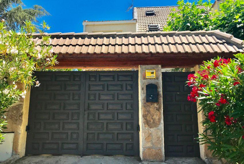 129523147 850x570 - Chalet en Guadarrama / Alpedrete