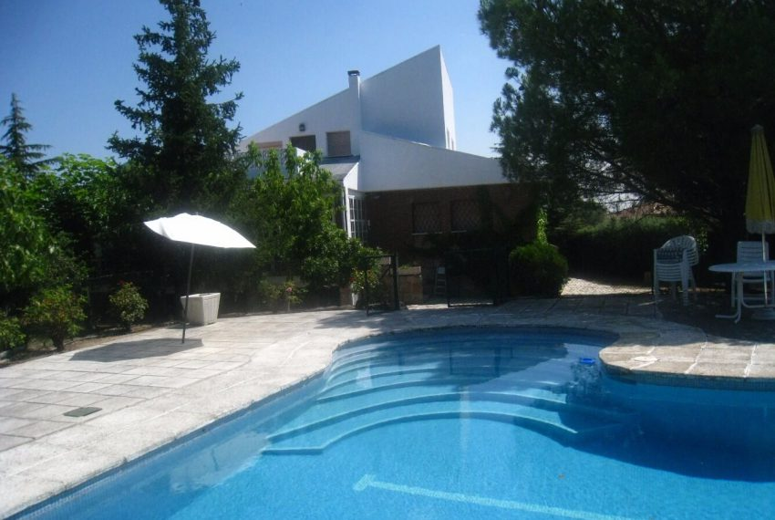 100832585 850x570 - Casa Unifamiliar - Valdemorillo